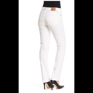 Lucky Brand Jeans - Lucky Sweet N Straight white jeans in LNC size 6
